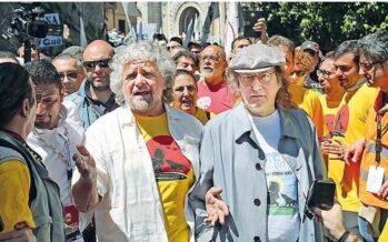 Grillo in marcia: siamo 50 mila Accuse per l'attacco a Veronesi