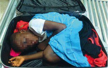 Quel bambino nel trolley che cercava in Europa la sua seconda nascita