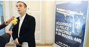 Fondò Reporters Sans Frontières. Da sindaco scheda i bimbi musulmani