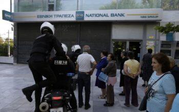 Auto in garage, bus gratis e spese col contagocce ma Atene supera indenne il primo giorno senza cash