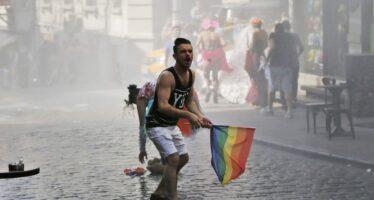 Gay Pride vietato per il Ramadan la polizia usa i lacrimogeni