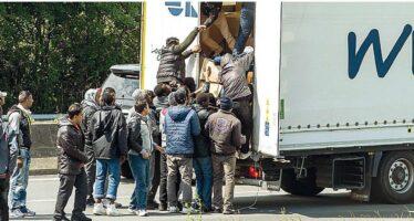 Schiaffo dell'Ungheria a Bruxelles «Sospese le regole sui rifugiati»