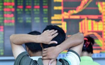 Il crac di Shanghai brucia 2.500 miliardi La Cina rallenta e spaventa il mondo