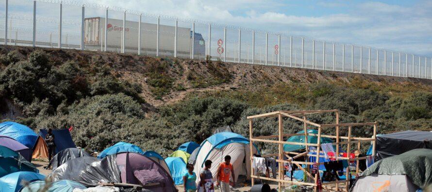 Cani e recinzioni La linea dura di Cameron sui migranti