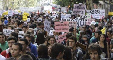 Arresti, maxi multe e divieto di cortei rivolta contro Rajoy