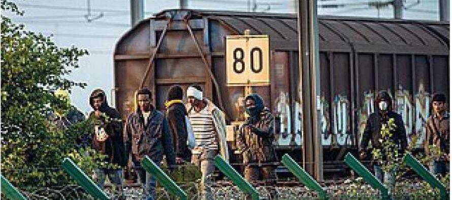 """Londra, pugno duro sui migranti europei """"Qui solo con un lavoro"""""""