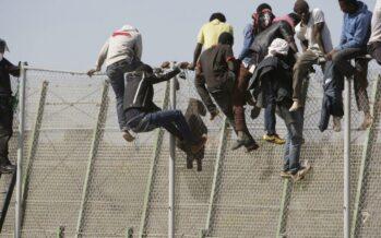 200 migranti tentano di entrare nell'enclave spagnola di Ceuta