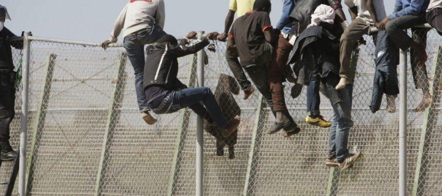 Il governo spagnolo chiude la frontiera di Ceuta per la pressione migratoria