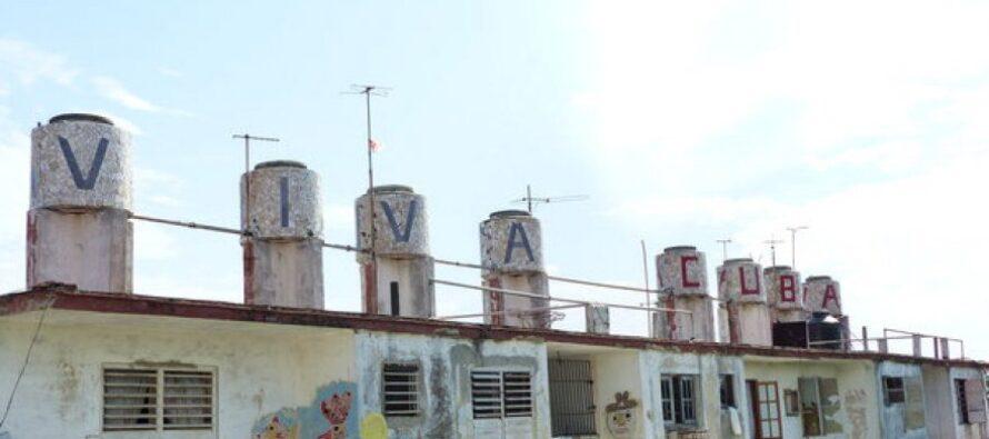 """Stelle e strisce all'Avana nelle strade in festa per la bandiera Usa Kerry: """"Mai più nemici"""""""
