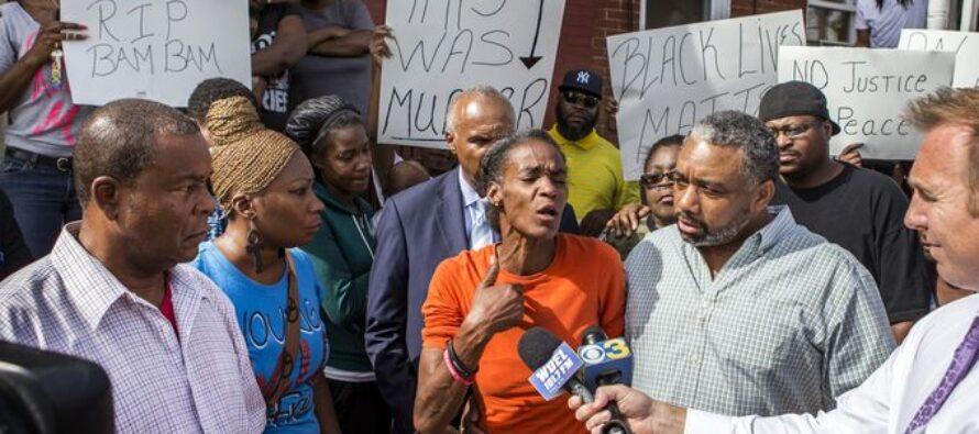Usa, la polizia crivella di colpi afroamericano paralizzato