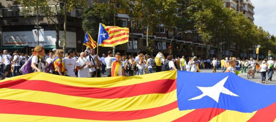 """Nelle vie di Barcellona l'esultanza dei catalani """"Abbiamo vinto Ora l'indipendenza"""""""