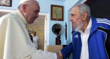 """Francesco incontra Fidel E a piazza della Revolución """"Bisogna servire le persone non le ideologie"""""""