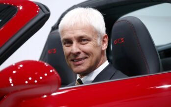 Vw: richiamiamo 11 milioni di auto. Bmw nei guai in Usa per i crash test