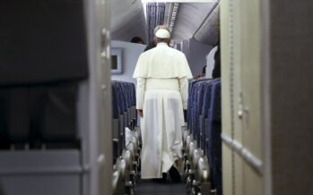 Il Papa contro Parigi «No ai bombardamenti inSiria»