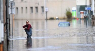 """""""La nostra economia provoca il caos climatico e moltiplica i disastri Ma cambiare si può"""""""