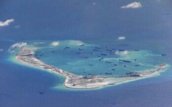 Nave militare tra le isole contese la sfida dell'America alla Cina