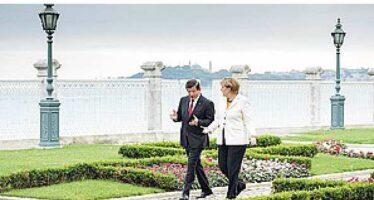 Merkel apre alla Turchia la porta d'accesso alla Ue