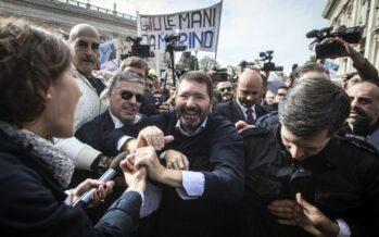"""Marino, svolta in piazza """"Da voi forza di resistere voglio tutto come il Che"""""""