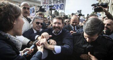 """Dimissioni ritirate Marino sfida il Pd """"Non accetterò mai la porta di servizio"""""""