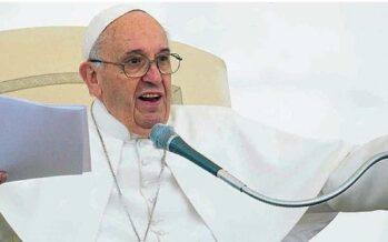 """Papa agli industriali """"Sono troppi i giovani precari"""""""