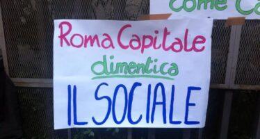 Tagli, ribassi, iperlegalitarismo: così Roma distrugge il sociale