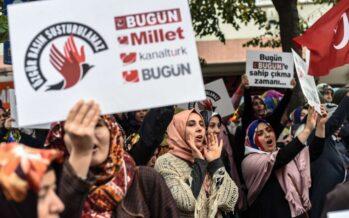 """Erdogan ordina il blitz anti-media """"Sangue su di noi,è come un golpe"""""""
