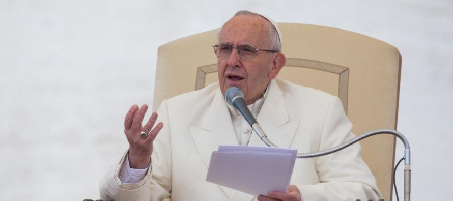 La scomunica del papa contro guerra etrafficanti d'armi