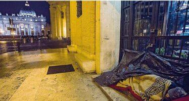 Stracci e cartoni a San Pietro Le notti dei disperati di Roma