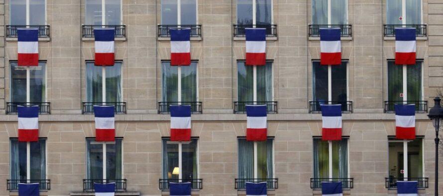 """La sfida di Hollande """"Concerti e partite contro i fanatici Distruggeremo l'Is"""""""