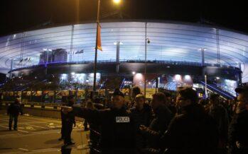 L'Is assedia Parigi kamikaze allo stadio la strage degli ostaggi poi il blitz nel teatro