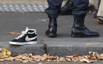 """Clima, scontri a Parigi profanato il memoriale Hollande: """"Scandalosi"""""""