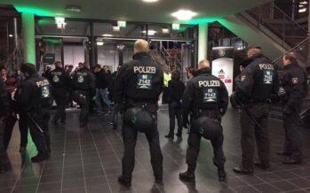 """""""Bomba allo stadio della Merkel"""" L'Is fa tremare la Germania"""