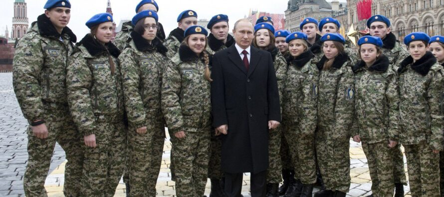"""Le accuse di Mosca contro Ankara """"Fa il doppio gioco e aiuta il Califfato"""""""