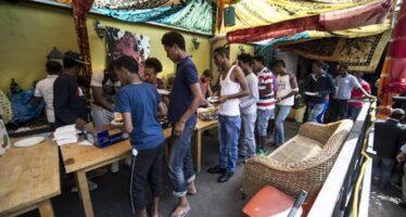 Migranti, chiude il centro che ha mobilitato Roma
