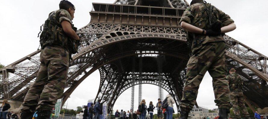 Lotta al terrorismo gli intellettuali contro Hollande