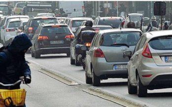 Duello sullo smog, Grillo attacca Il governo ora convoca i sindaci