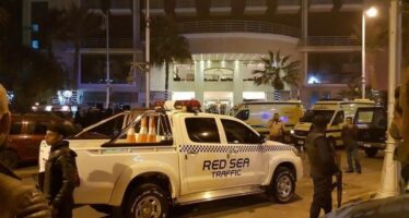"Hurghada, attacco al resort. ""Urlavano Allah è grande"". Uccisi due assalitori"