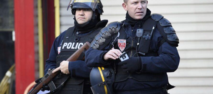 La trincea di Hollande. Lo stato di emergenza diventerà permanente
