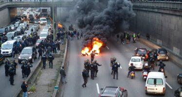 Rivolta dei taxi contro l' Uberizzazione