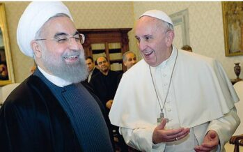 Rouhani dal Papa: «Preghi per me» E Roma copre le statue capitoline