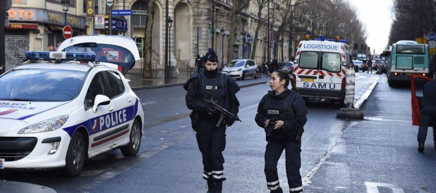 Parigi, ucciso attentatore nel giorno dell'anniversario di Charlie Hebdo