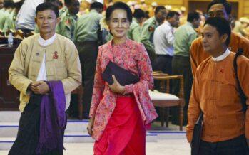 """Aung San Suu Kyi e la """"prima volta"""" della democrazia"""