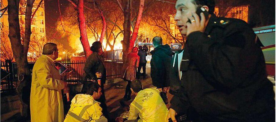 La strage nel cuore di Ankara Bomba contro pullman di militari