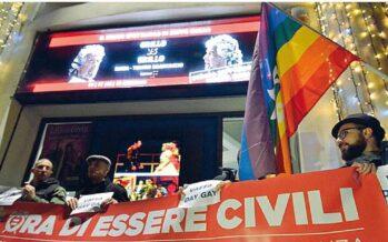 La protesta gay allo show di Grillo
