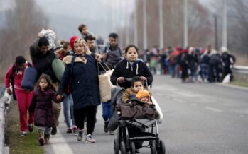 Atene lasciata sola, profughi in fuga