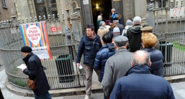 """Le primarie a Milano tra code e polemiche """"Troppi cinesi al voto"""" La replica: partecipiamo"""