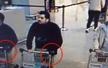 Carrelli, guanti, valigie esplosive Caccia al terzo uomo col cappello