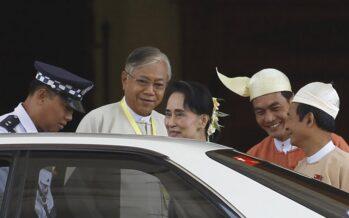 Il consigliere di Suu Kyi è il primo civile eletto presidente in Birmania