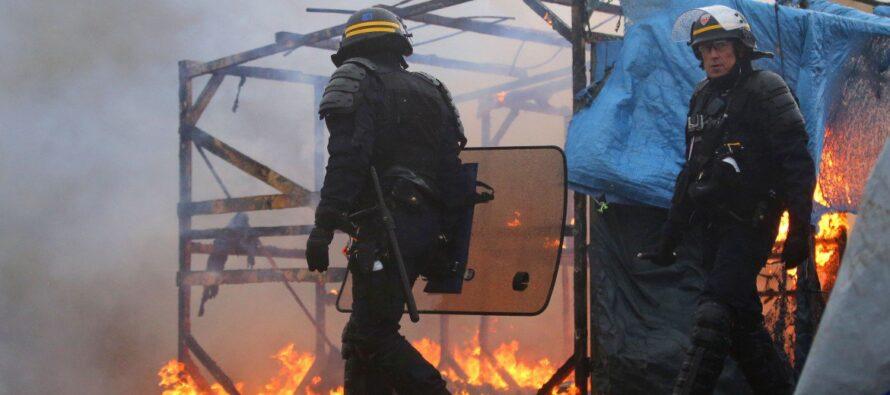 Calais: l'evacuazione continua