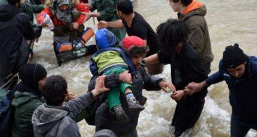 """Migranti, fra i disperati del Pireo """"Sognare l'Italia costa 2.200 euro"""""""